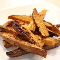 Image of sweet potato fries with cinnamon and maple syrup.